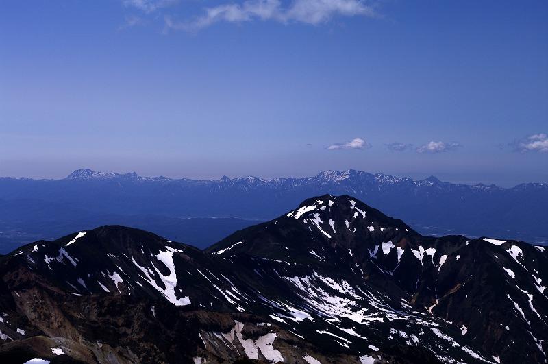 06稜線から富良野岳.jpg