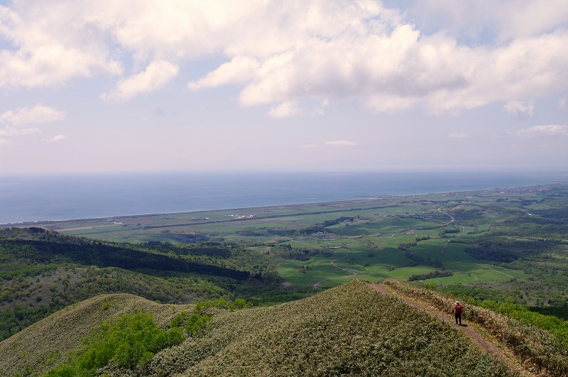 12海を見ながら下山.jpg