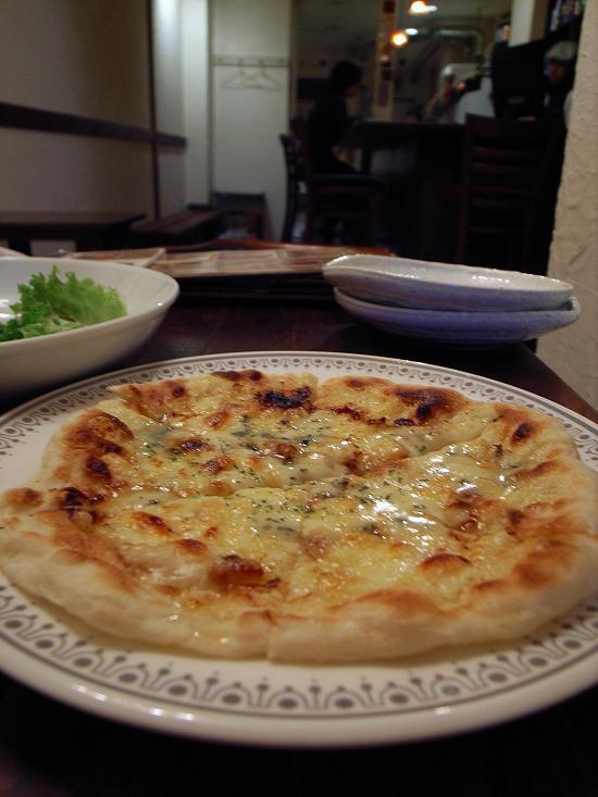 青カビチーズのピザz.jpg